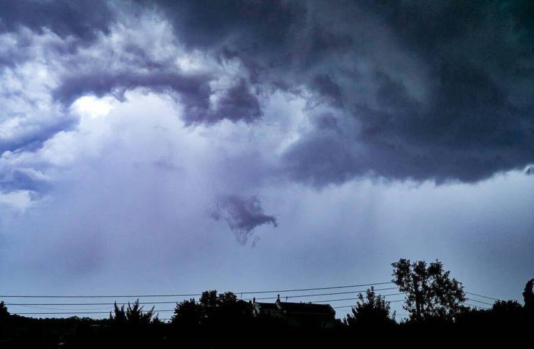 Καιρός σήμερα: Βροχές, μπόρες και χαλάζι – Πού θα χτυπήσει η κακοκαιρία
