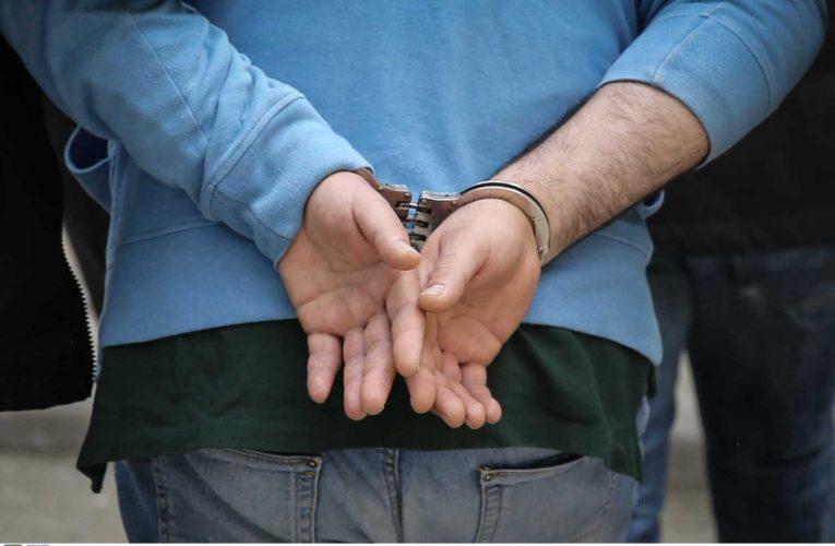 Χειροπέδες στον επιδειξία των Τρικάλων – Ο ρόλος των γυναικών στη σύλληψή του