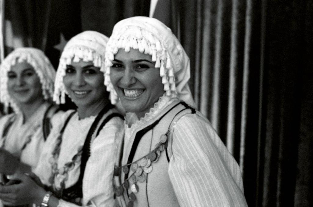 Κορίτσια με παραδοσιακή ελληνική φορεσιά. Νότιος Αφρική.