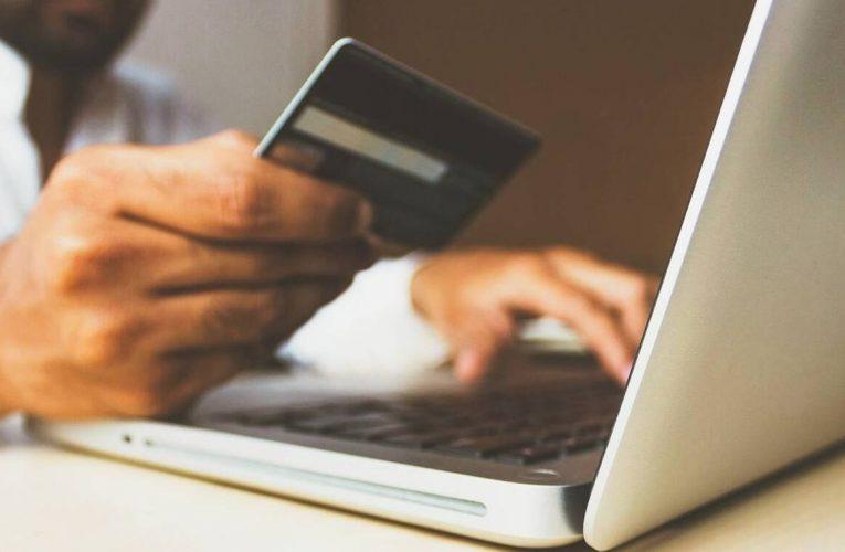 E-αποδείξεις: Έρχονται πιο ισχυρά κίνητρα για πληρωμές με κάρτα και νέα φορολοταρία