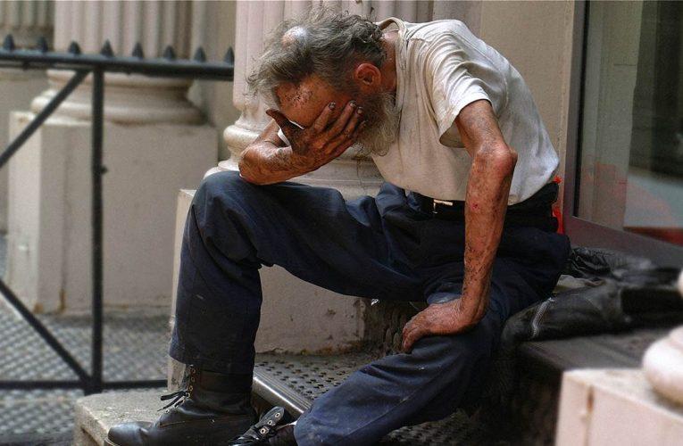 Πρωτοφανές περιστατικό: Έκλεψαν χρήματα από άστεγο