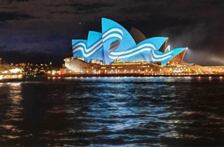 Στα γαλανόλευκα για την 25η Μαρτίου η Όπερα του Σίδνεϊ – Δείτε φωτογραφίες και βίντεο