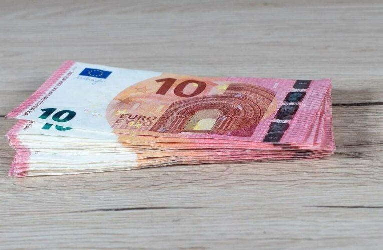 Αυξήθηκε ο κατώτατος μισθός στην ΕΕ – Στην Ελλάδα είναι κάτω από το όριο της φτώχειας