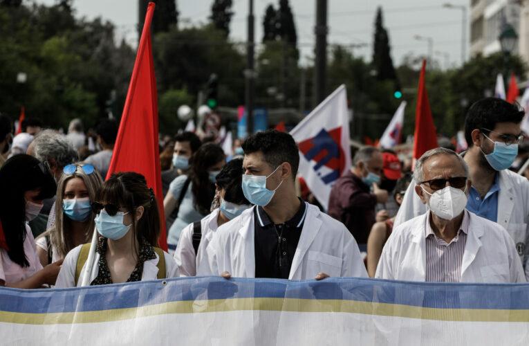 Απεργία 6ης Μαΐου: Συγκεντρώσεις με μαζική συμμετοχή στο κέντρο της Αθήνας (εικόνες)