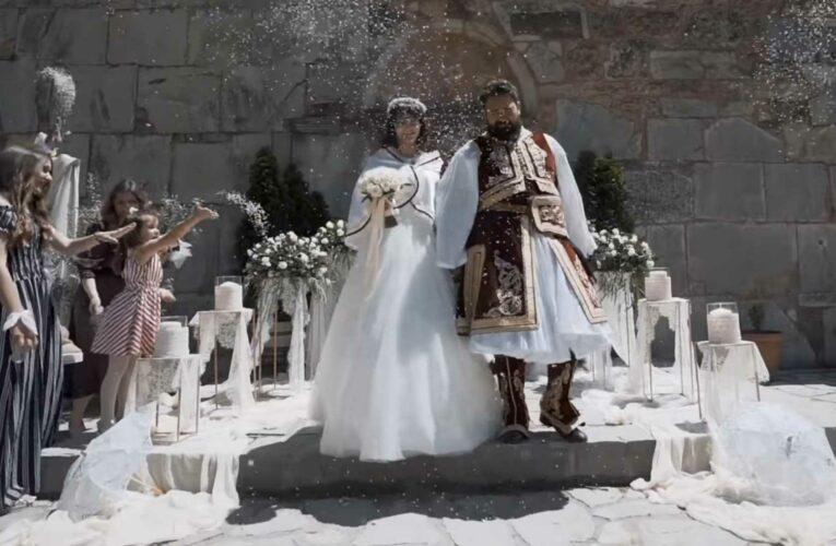 Στα Τρίκαλα ο γάμος της χρονιάς – Νύφη και γαμπρός σε στυλ 1821 (video)