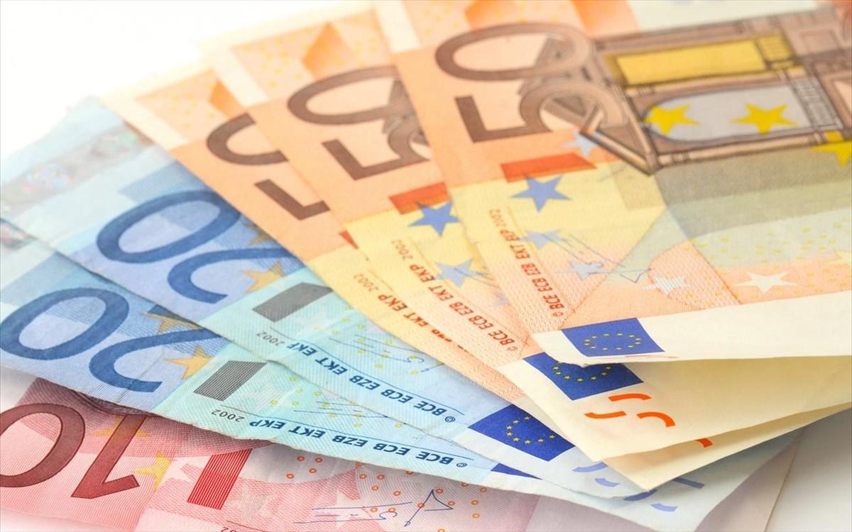 Διπλό «δώρο» Χριστουγέννων: Ποιοι είναι οι δικαιούχοι που θα λάβουν επιπλέον δώρο έως  900 ευρώ