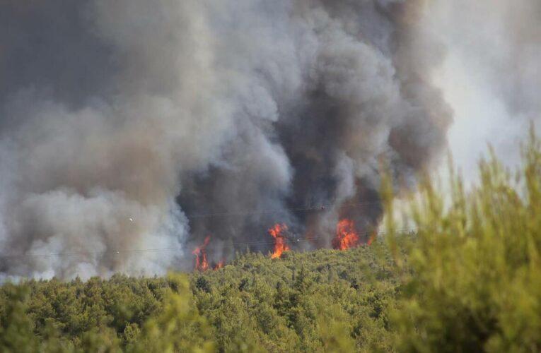 Φωτιά Βαρυμπόμπης-Έντονες αναζωπυρώσεις στις Αδάμες