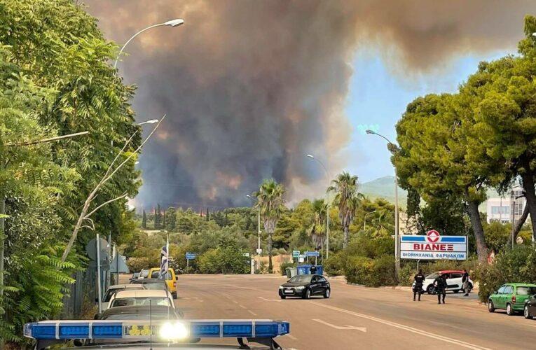 Δήμος Αχαρνών: Μεγάλη φωτιά στους πρόποδες της Πάρνηθας