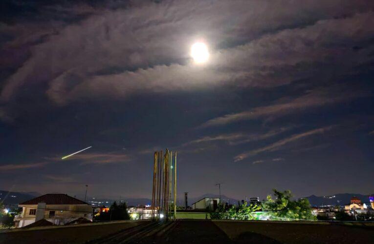 Βολίδα μετεωρίτη έκανε τη νύχτα μέρα – Ορατός από την Αθήνα μέχρι τον Έβρο