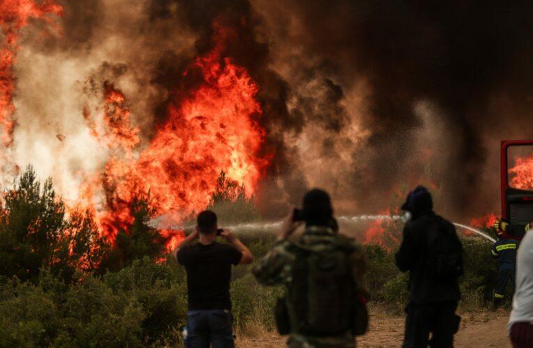 Οι 85 ώρες που έκαψαν τη Βαρυμπόμπη και τη Βόρεια Αττική (Video)