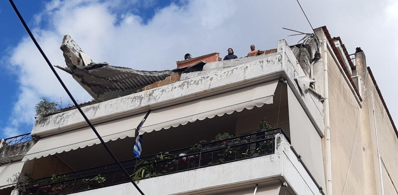 Έπεσε μπαλκόνι πολυκατοικίας στο Χαλάνδρι - Σε δομή θα μεταφερθούν οι ένοικοι
